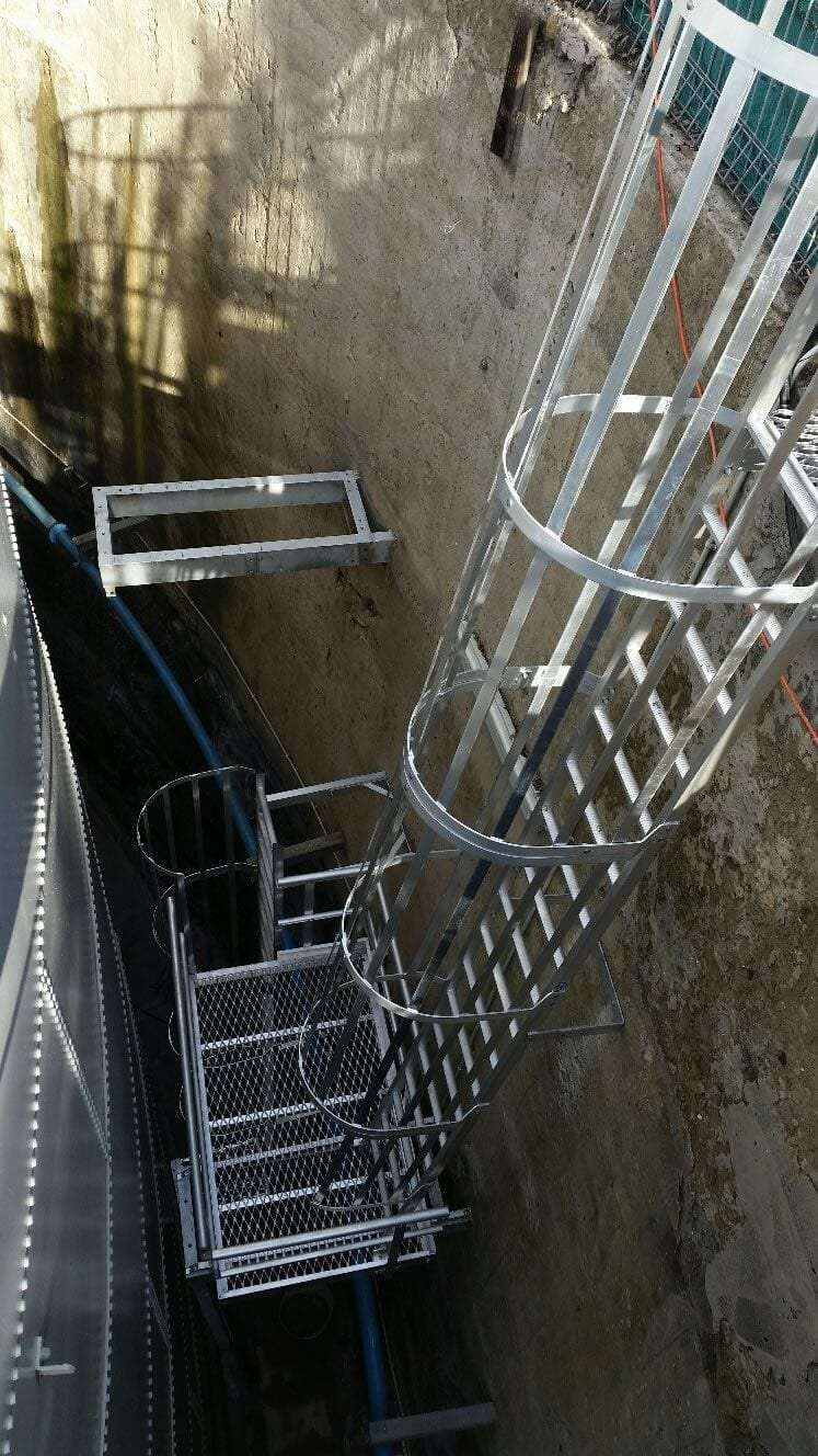Rooftop access ladder system